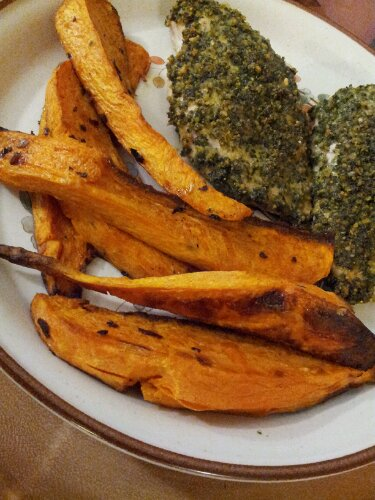 Kale crusted chicken, sweet potato wedges, healthy dinner, healthy meal, healthy recipe