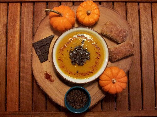 Pumpkin soup, pumpkin chocolate chipotle soup, healthy pumpkin recipe, healthy recipe